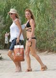 Geri Halliwell - Bikini candids in Saint Tropez, 8/4/07 Foto 155 (Джэри Холливэл - Bikini Candids в Сент-Тропе, 8/4/07 Фото 155)