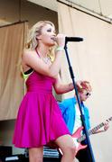 http://img126.imagevenue.com/loc45/th_88013_Emily_Osment_2010___Taste_of_Chicago_concert_260610_002_123_45lo.jpg