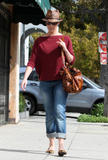 http://img126.imagevenue.com/loc481/th_31632_Katherine_Heigl_having_lunch_at_Figaro_Cafein_Los_Feliz_March052010_006_122_481lo.jpg