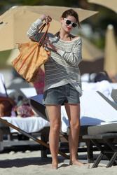 http://img126.imagevenue.com/loc66/th_312865691_Mischa_Barton_Bikini_Candids_on_the_Beach_in_Miami_December_27_2011_266_122_66lo.jpg