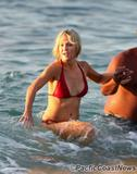 Heather Locklear Learns To Surf In a Bikini Foto 158 (Хизер Локли Learns To Surf в бикини Фото 158)