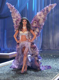 th_10393_fashiongallery_VSShow08_Show-445_122_738lo.jpg